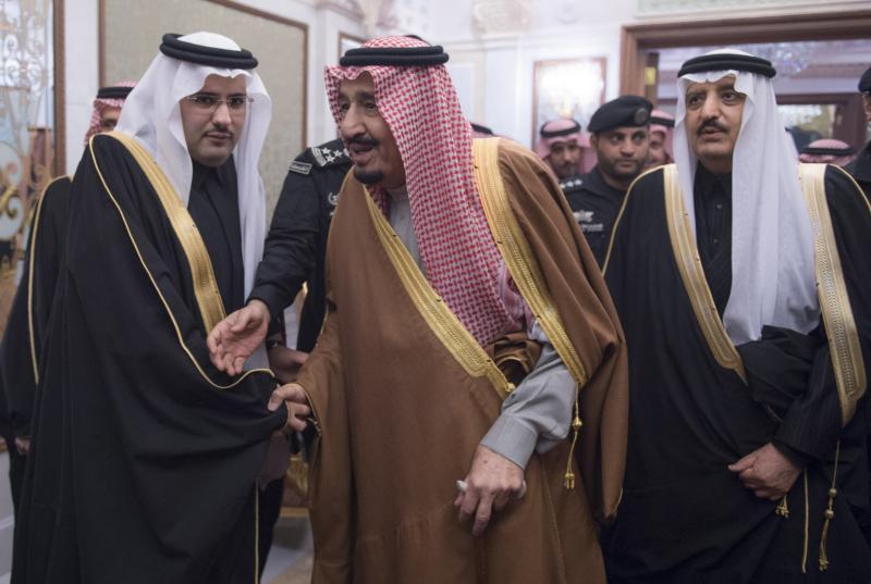 الملك يشرف حفل زواج ابناء اخيه الامير احمد بن عبدالعزيز (34669072) 