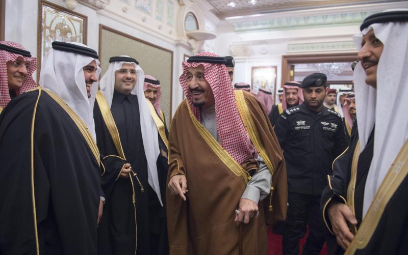 الملك يشرف حفل زواج ابناء اخيه الامير احمد بن عبدالعزيز (34669073) 