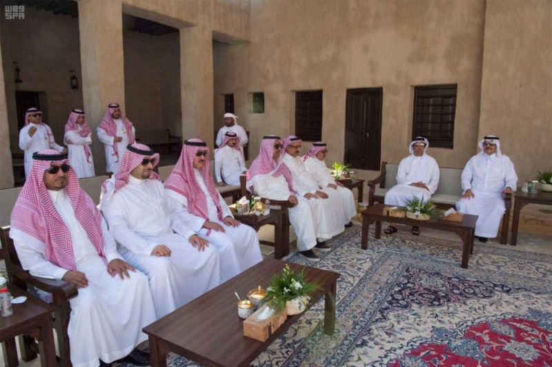 الملك يصل إلى إمارة دبي.jpg12