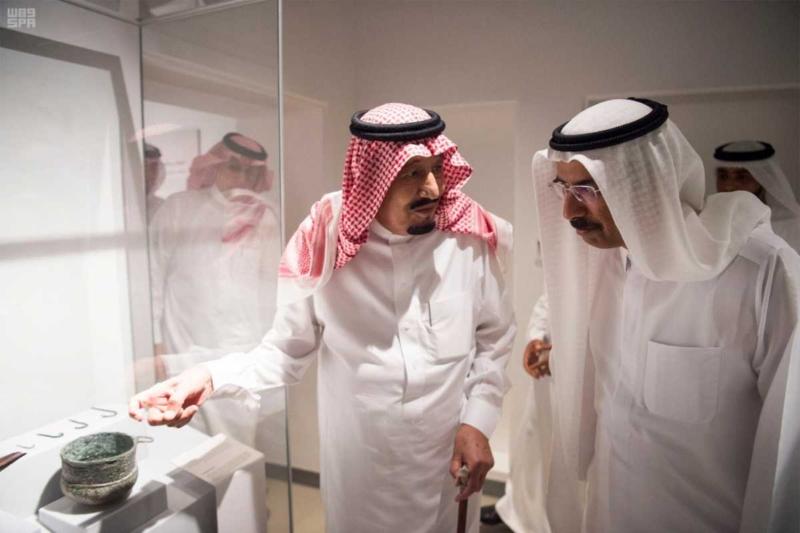 الملك يصل إلى إمارة دبي.jpg4