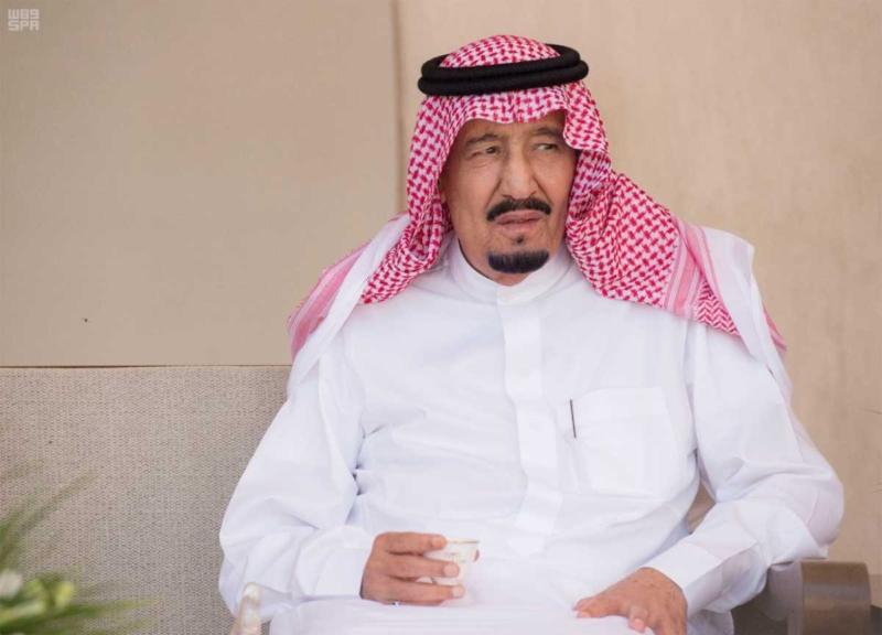 الملك يصل إلى إمارة دبي.jpg5
