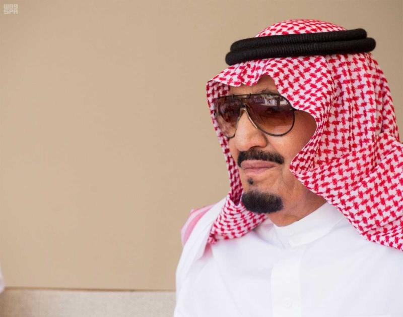الملك يصل إلى إمارة دبي.jpg6