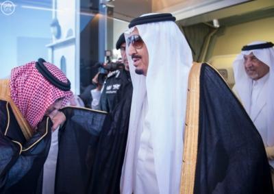 الملك يصل الى جدة قادم من الرياض