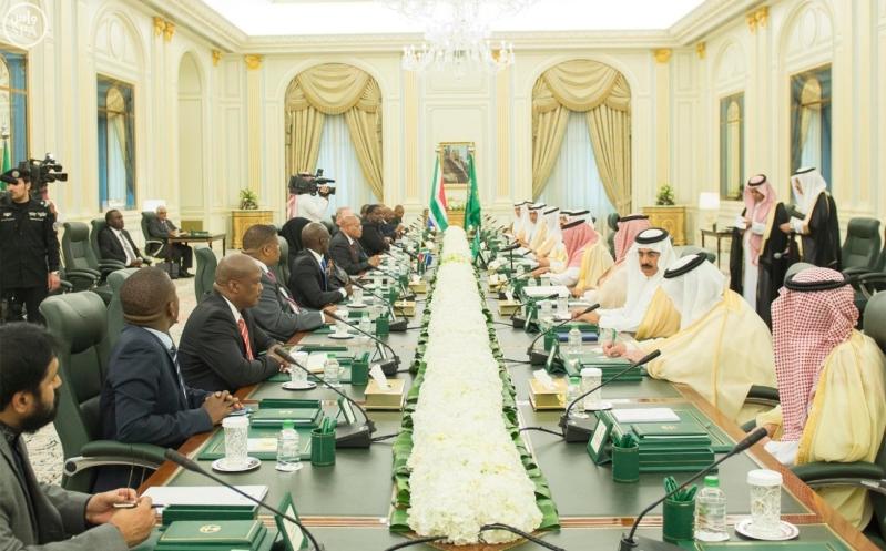 الملك يعقد جلسة مباحثات مع الرئيس الجنول افريقي1
