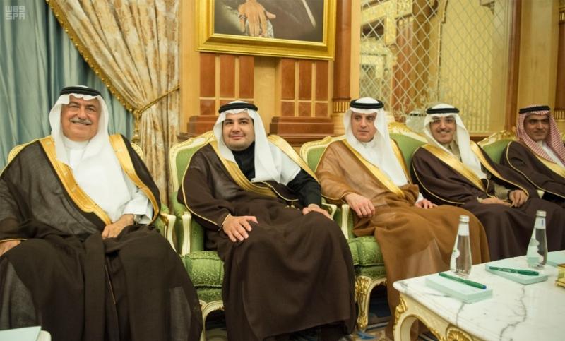 الملك يعقد جلسة مباحثات مع الرئيس اللبناني (34669057) 