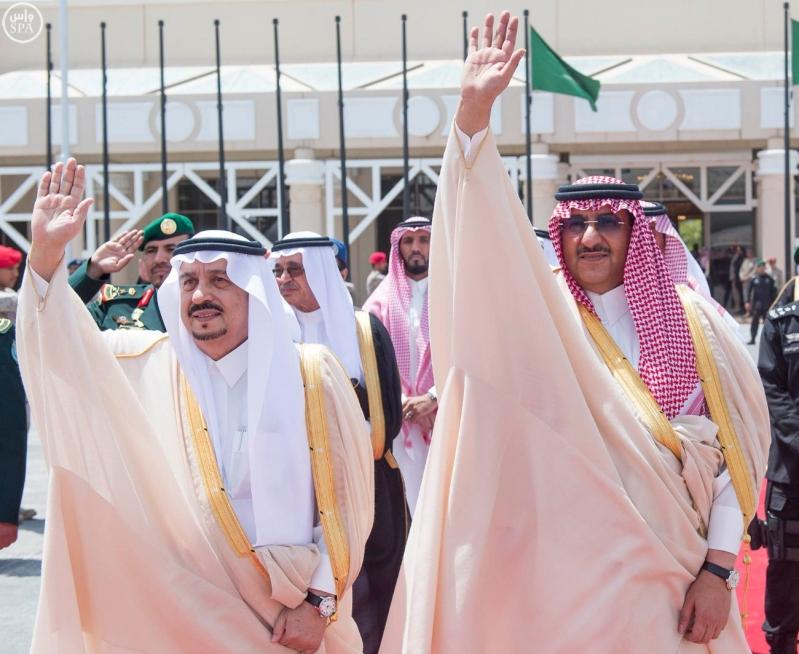 الملك يغادر الرياض11