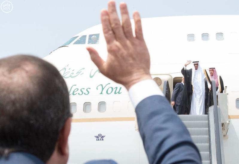 الملك يغادر مصر 4