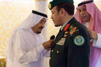 الملك يقلد رئيس الحرس الملكي رتبته الجديدة - المواطن