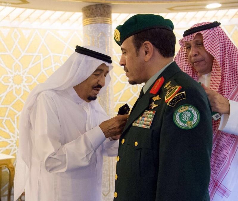 الملك يقلد رئيس الحرس الملكي رتبته الجديدة