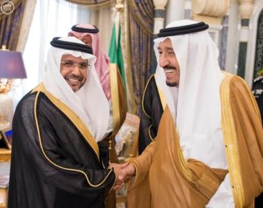 الملك يكرم الفائزين بجائزة المؤسس