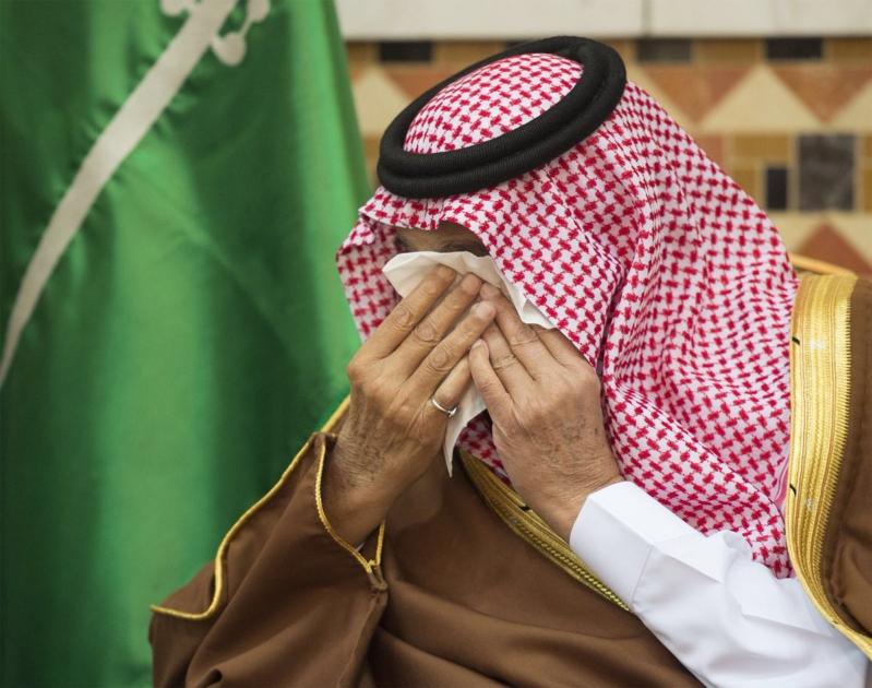 الملك يودع اخاه تركي بالدموع1