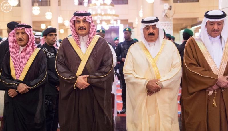 الملك يودي صلاة الميت على الامير بندر4