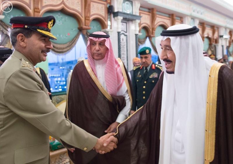 الملك يَسْتقْبل رئيس هيئة الأركان الباكستانية ووزيري الشؤون الإسلامية والحج1