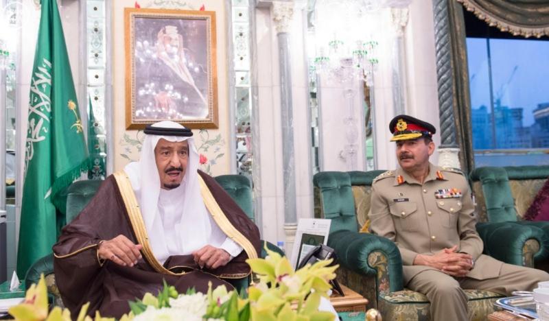 الملك يَسْتقْبل رئيس هيئة الأركان الباكستانية ووزيري الشؤون الإسلامية والحج10