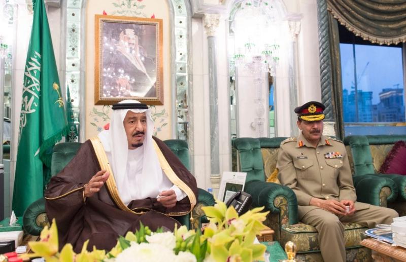 الملك يَسْتقْبل رئيس هيئة الأركان الباكستانية ووزيري الشؤون الإسلامية والحج11
