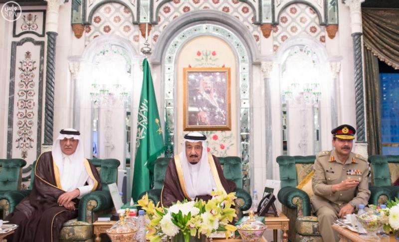 الملك يَسْتقْبل رئيس هيئة الأركان الباكستانية ووزيري الشؤون الإسلامية والحج12