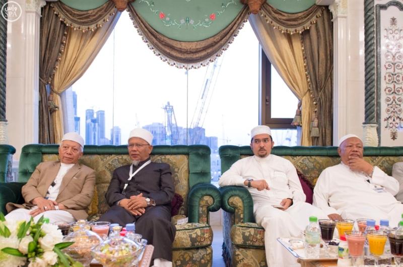 الملك يَسْتقْبل رئيس هيئة الأركان الباكستانية ووزيري الشؤون الإسلامية والحج16