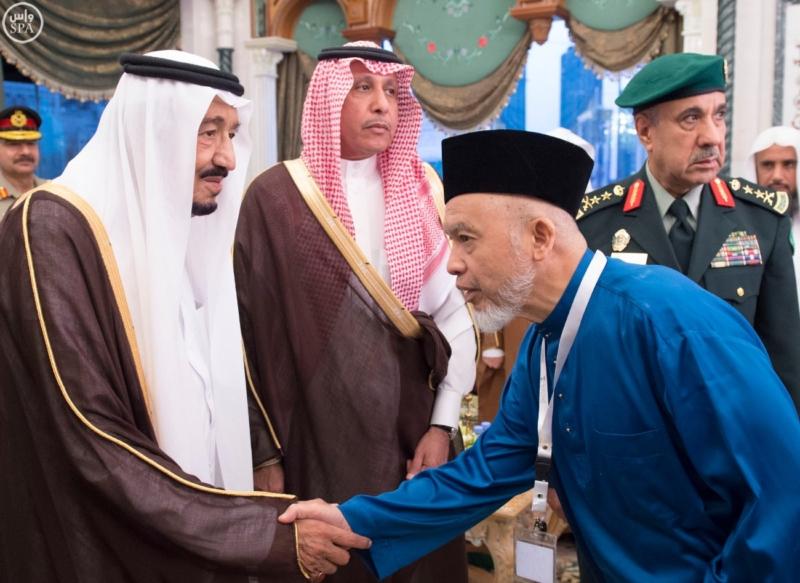 الملك يَسْتقْبل رئيس هيئة الأركان الباكستانية ووزيري الشؤون الإسلامية والحج5