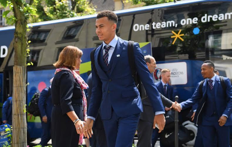 المنتخب الإنجليزي يصل فرنسا  (1) 