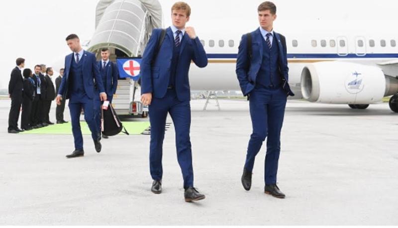 المنتخب الإنجليزي يصل فرنسا  (100257311) 