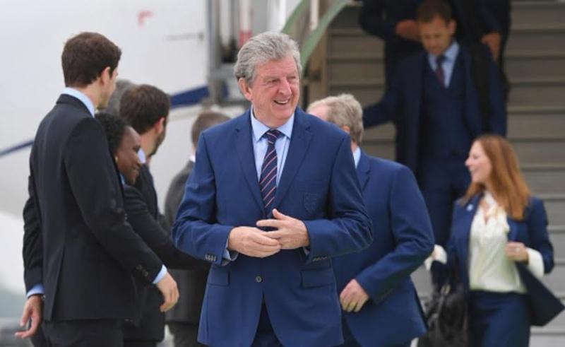 المنتخب الإنجليزي يصل فرنسا  (100257312) 