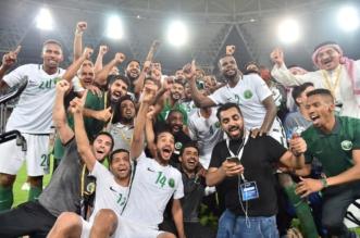 بالصور.. مدرب ومحترف الهلال يُباركان تأهل المنتخب السعودي إلى مونديال 2018 - المواطن