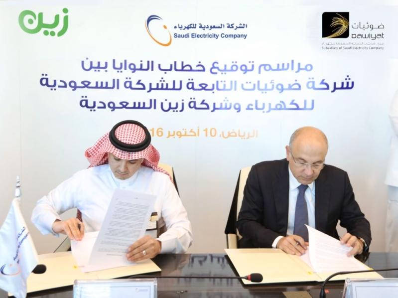 المهندس زياد الشيحة خلال توقيع مع شركة زين
