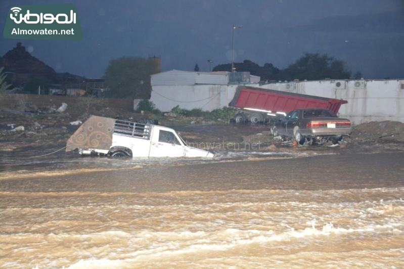 المواطن ترصد أرتفاع منسوب المياه في محافظة الطائف وغرق عدد كبير من المركبات ودور الامانة غائب (29880713) 