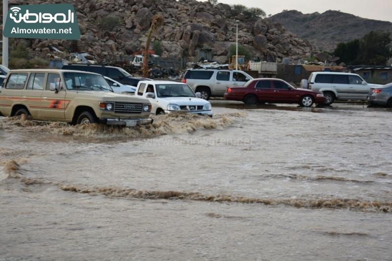 المواطن ترصد أرتفاع منسوب المياه في محافظة الطائف وغرق عدد كبير من المركبات ودور الامانة غائب (29880717) 