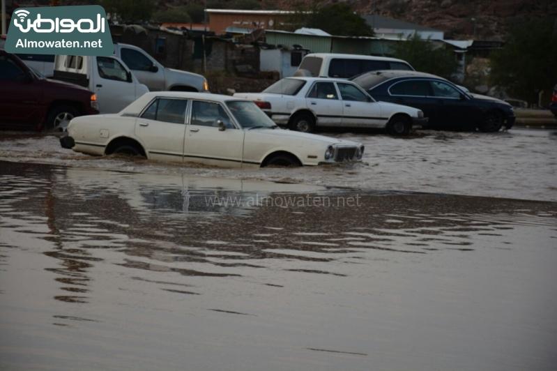 المواطن ترصد أرتفاع منسوب المياه في محافظة الطائف وغرق عدد كبير من المركبات ودور الامانة غائب (29880718) 