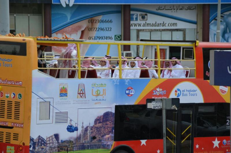 المواطن تُرافق انطلاق التجربة للباصات السياحية (731319321) 