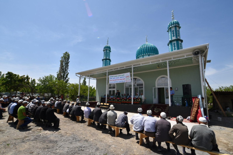 الندوة العالمية تفتتح مسجد بمنطقة جانجير القيرغيزية (1)