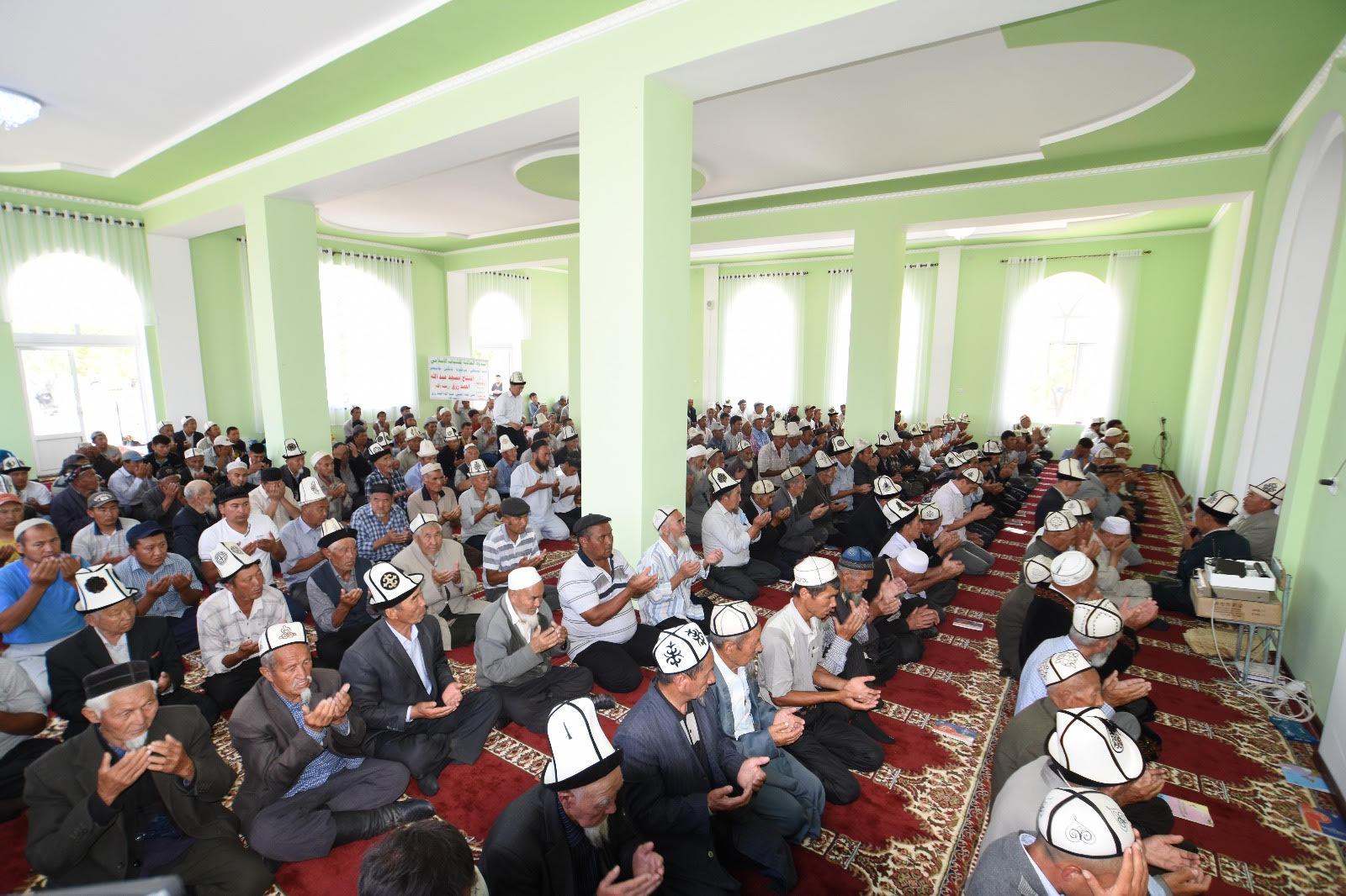 الندوة العالمية تفتتح مسجد بمنطقة جانجير القيرغيزية (2)