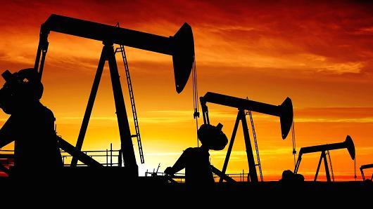 لهذا السبب.. أسعار النفط تتراجع مجدداً
