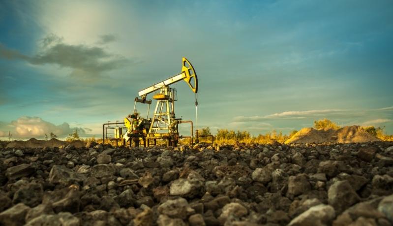 أسعار النفط تصعد لذروة 2019 مع تحسن آفاق الطلب