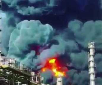 النيران تشتعل مُجّدداً في مُجمّع البتروكيماويات بإيران