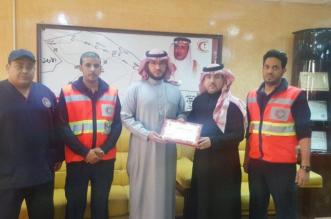 الهلال الأحمر بالشمالية يكرم مواطنًا شارك في حادث حزم الجلاميد - المواطن