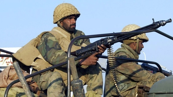 الهند تطلق النار على حافلة باكستانية وتقتل وتصيب 11 شخصاً