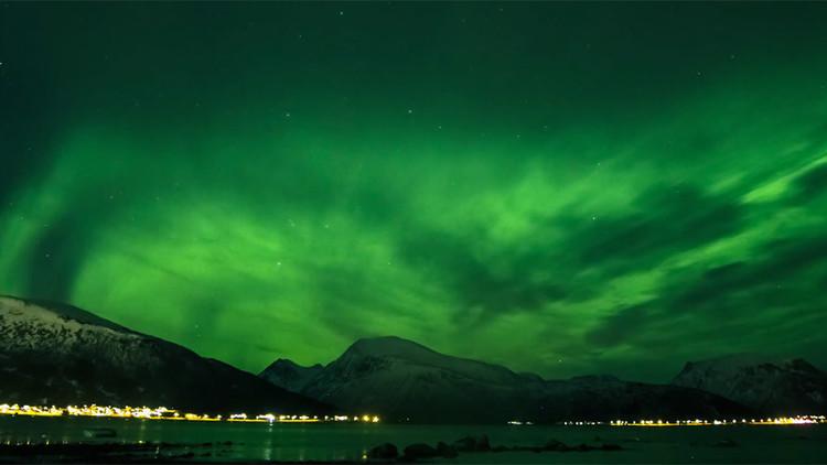 الوان الشفق القطبي تتراقص بسماء النرويج
