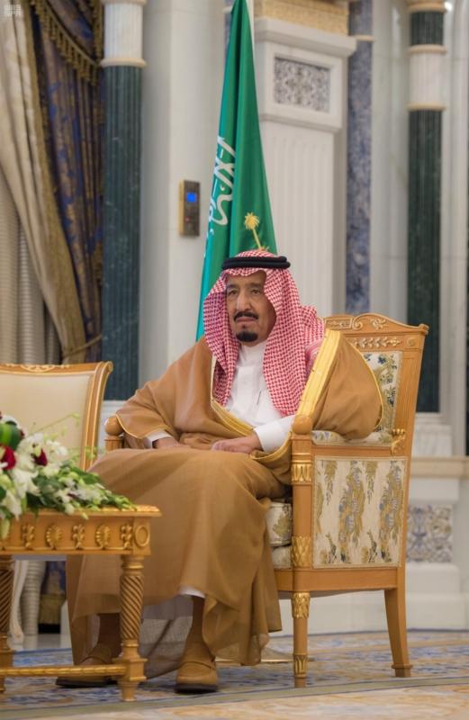 الوزيران العساف والجدعان يتشرفان بأداء القسم أمام الملك