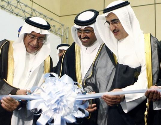 الوزير السعودي والقطري والكويتي يقصان شريط الافتتاح