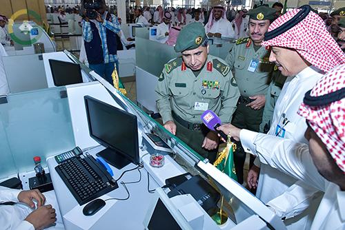 اليحيى يدشن كاونترات صالة المغادرة بجوازات مطار الملك خالد الدولي 1