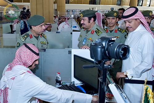 اليحيى يدشن كاونترات صالة المغادرة بجوازات مطار الملك خالد الدولي 2
