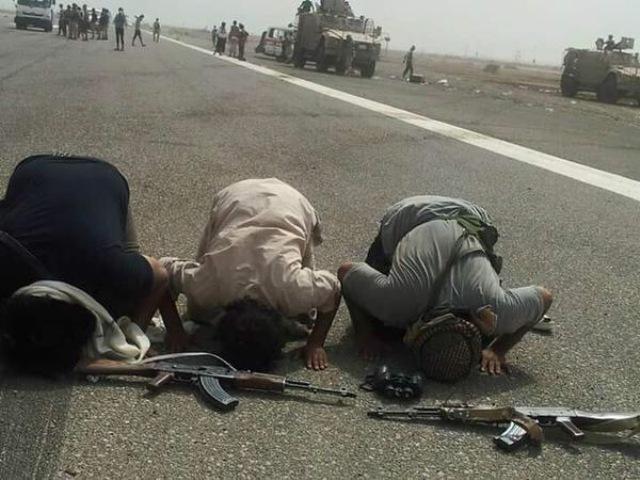 اليمنيون-يفرحون-بعد-تحرير-عدن (1)