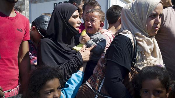 اليونان-تقوم-بأول-عملية-لإعادة-توطين-اللاجئين