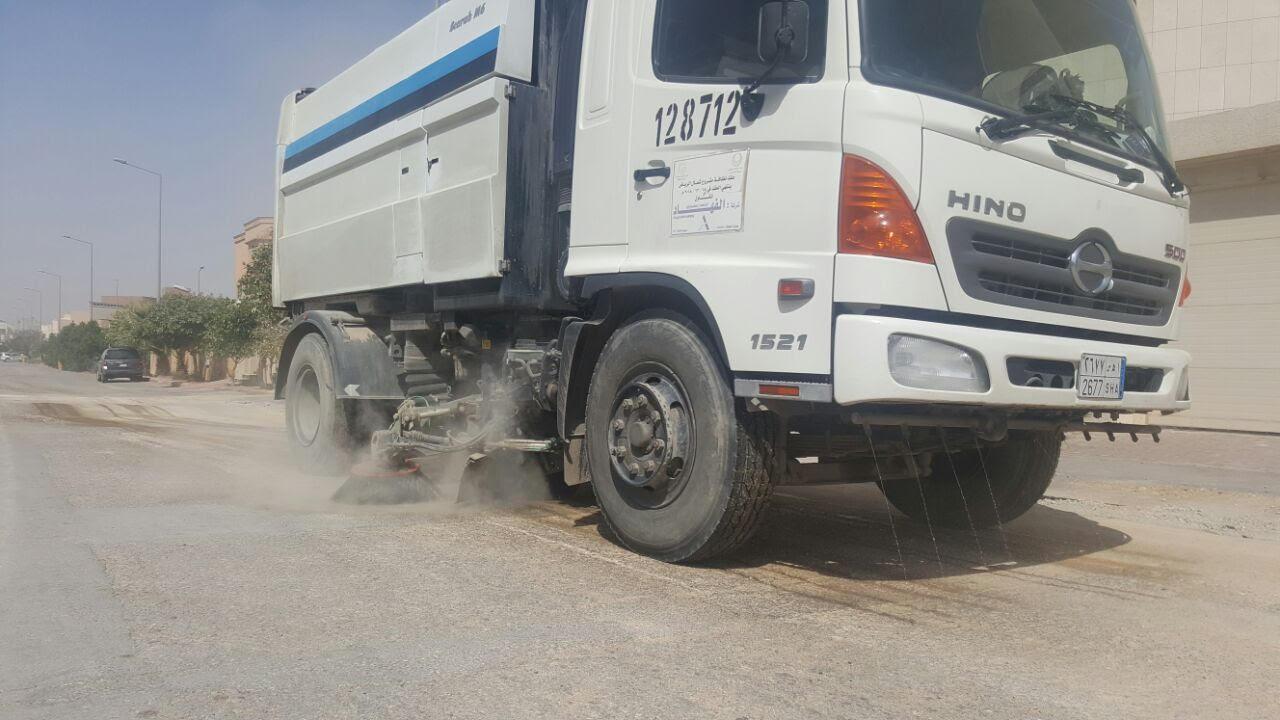 امانة الرياض تكنس اتربة ومخلفات المطر (6)