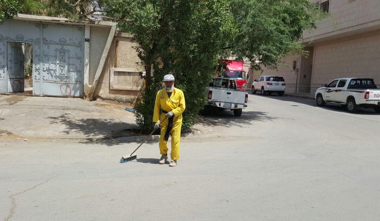 امانة الرياض تكنس اتربة ومخلفات المطر (8)