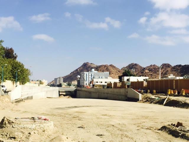 امانة الطائف تفتح مسار واحد بجسر الامير منصور (1)