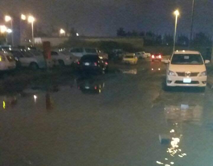 امانة عسير تنزح مياه الامطار من خمسة مواقع في ابها (2)