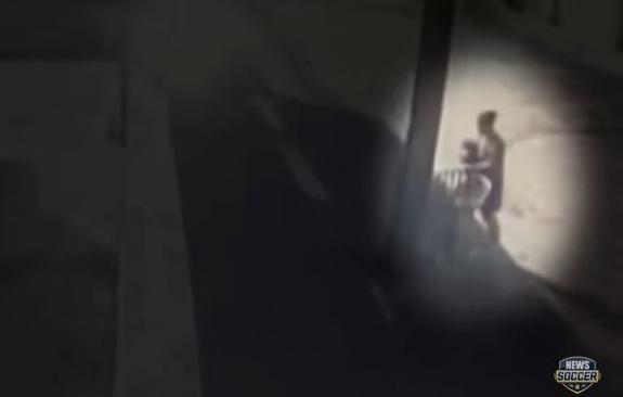 #تيوب_المواطن :إمرأة ترمي مولودها عاريًا في الشارع - المواطن